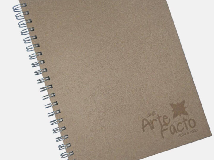 Cadernos Personalizados Efeito Madeira e Reciclado Texturizado